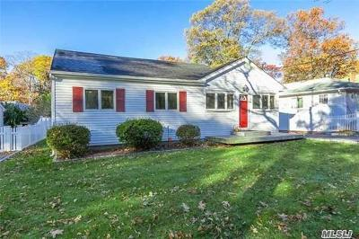 Sound Beach Single Family Home For Sale: 104 Halesite Dr
