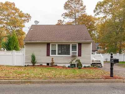 Nesconset Single Family Home For Sale: 409 Browns Rd