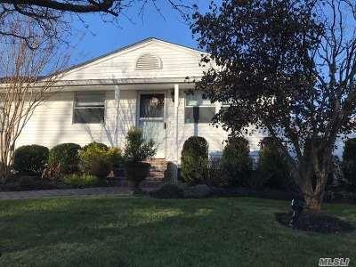 Huntington Single Family Home For Sale: 33 Leigh St