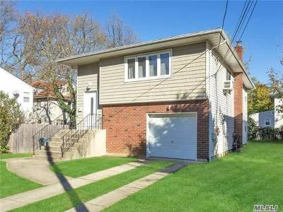 Roslyn Single Family Home For Sale: 14 Carlyle Pl