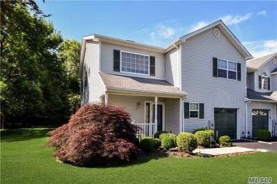 Smithtown Condo/Townhouse For Sale: 18 Merrimack Rd