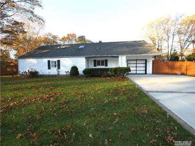 Farmingville Single Family Home For Sale: 65 Lakeside Dr