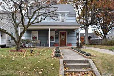 Westbury Single Family Home For Sale: 355 Dover St