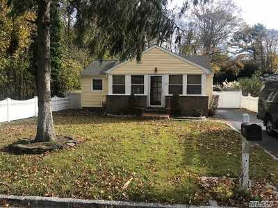 Ronkonkoma Single Family Home For Sale: 77 N Ocean Ave