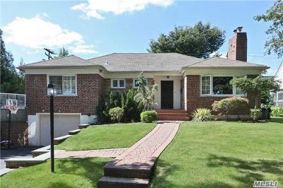 Garden City Single Family Home For Sale: 264 Clinton Rd