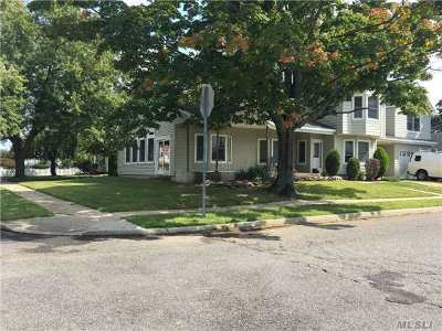 Levittown Single Family Home For Sale: 15 Bucket Ln
