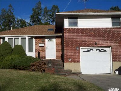 Levittown Single Family Home For Sale: 70 Gate Ln