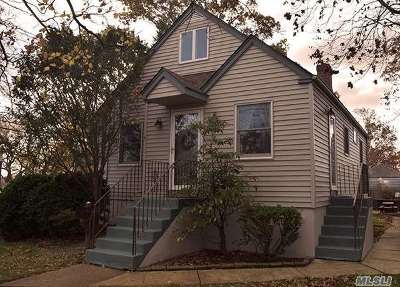 Merrick Single Family Home For Sale: 1 Berkshire Rd