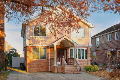 Fresh Meadows Single Family Home For Sale: 7547 194th St