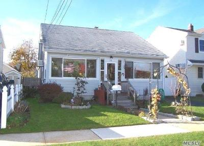 Bellmore Single Family Home For Sale: 14 Whitman Ave