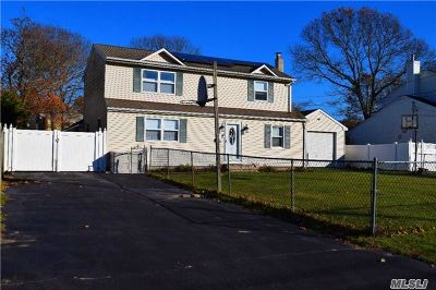 East Islip Single Family Home For Sale: 73 Campbell Ln