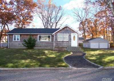 Holbrook Single Family Home For Sale: 166 Dougherty Ave