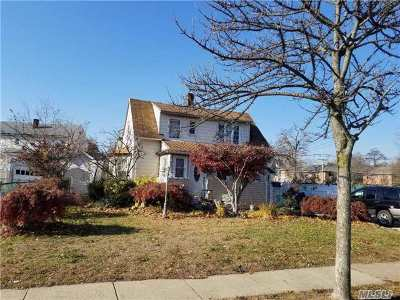 Freeport Single Family Home For Sale: 40 East Ave