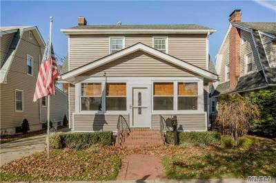 Lynbrook Single Family Home For Sale: 135 Sherman St