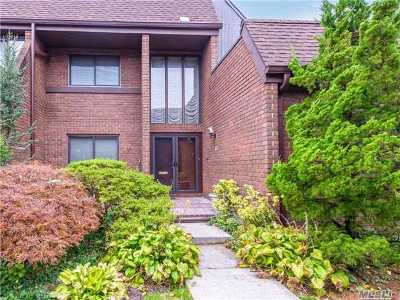 Roslyn Condo/Townhouse For Sale: 52 Chestnut Hill