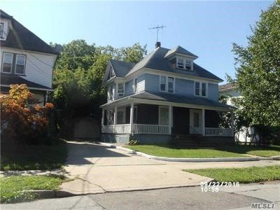 Freeport Single Family Home For Sale: 77 Smith St