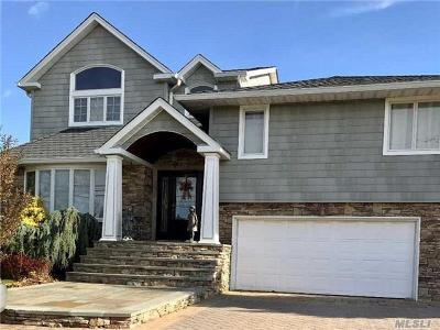 Farmingdale, Hicksville, Levittown, Massapequa, Massapequa Park, N. Massapequa, Plainview, Syosset, Westbury Single Family Home For Sale: 22 Riviera Dr