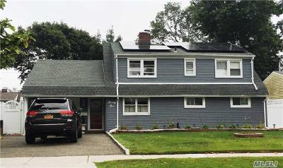 Levittown Single Family Home For Sale: 21 Long Ln