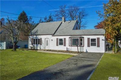 Westbury Single Family Home For Sale: 539 Irving St