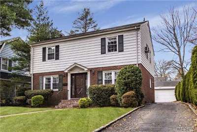 Garden City Single Family Home For Sale: 34 Kensington Rd