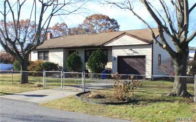Ronkonkoma Single Family Home For Sale: 34 Bay Ave