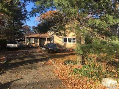Bohemia Single Family Home For Sale: 927 Karshick St