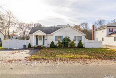 East Islip Single Family Home For Sale: 40 Starlight Dr