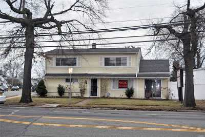 Westbury Single Family Home For Sale: 830 Old Country Rd