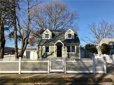 Copiague Single Family Home For Sale: 55 Daly Pl