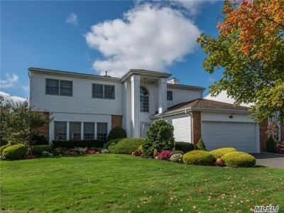 Commack Single Family Home For Sale: 106 Fairway View Dr