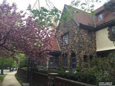 Forest Hills Multi Family Home For Sale: 62 Greenway Ter