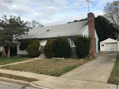 Hicksville Single Family Home For Sale: 7 Brighton Pl