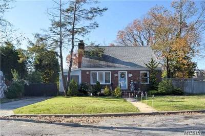 East Meadow Single Family Home For Sale: 670 Hoover St