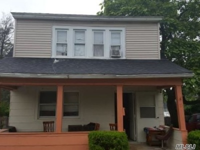 Freeport Single Family Home For Sale: 72 Craig Ave