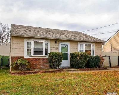 Lindenhurst Single Family Home For Sale: 815 Atlantic St