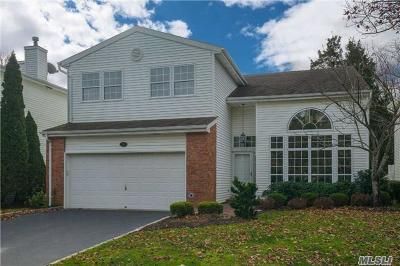 Commack Condo/Townhouse For Sale: 96 Fairway View Dr