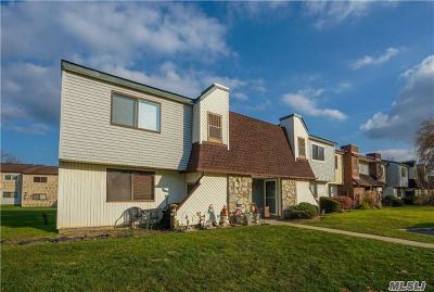 Suffolk County Co-op For Sale: 58 Pointe Cir