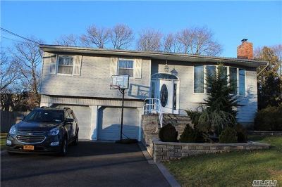 Hauppauge Single Family Home For Sale: 55 Woodbury Rd