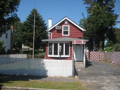 East Islip Single Family Home For Sale: 21 Jefferson St