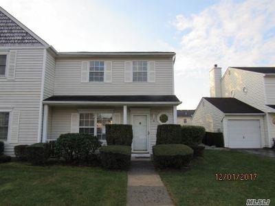Suffolk County Condo/Townhouse For Sale: 9 Dove Path