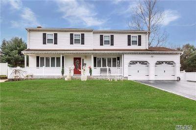 Ronkonkoma Single Family Home For Sale: 400 Easton St