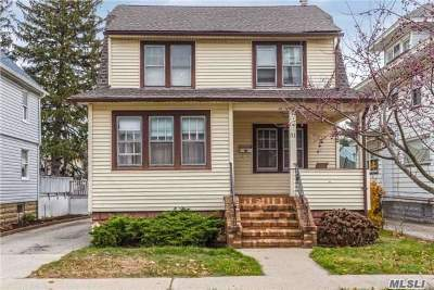 Lynbrook Single Family Home For Sale: 31 Oakland Ave