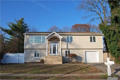 West Islip Single Family Home For Sale: 7 Westminster Ln