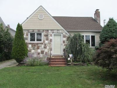 N. Bellmore Single Family Home For Sale: 2615 Beltagh Avenue