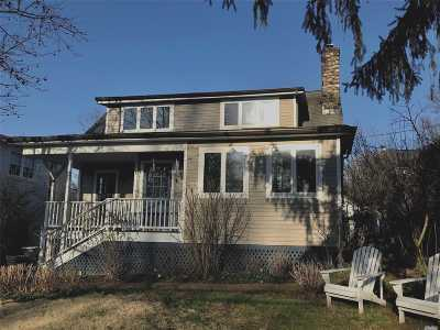 Huntington Single Family Home For Sale: 40 Soundview Dr