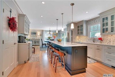 Suffolk County Single Family Home For Sale: 11 Stratton Sq