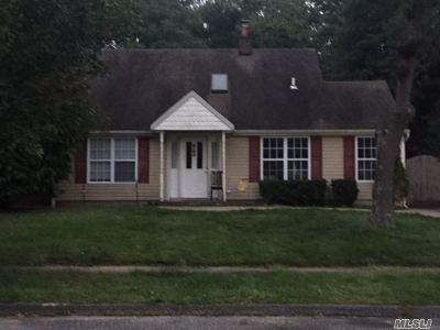 Smithtown Single Family Home For Sale: 11 Lindner Pl