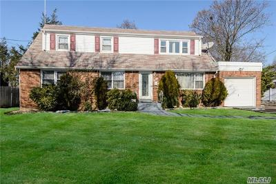 Hicksville Single Family Home For Sale: 58 Field Ave