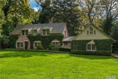 Huntington Single Family Home For Sale: 12 Golf Ln