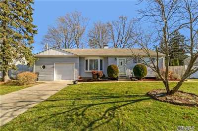 Bay Shore Single Family Home For Sale: 1037 Carll Dr